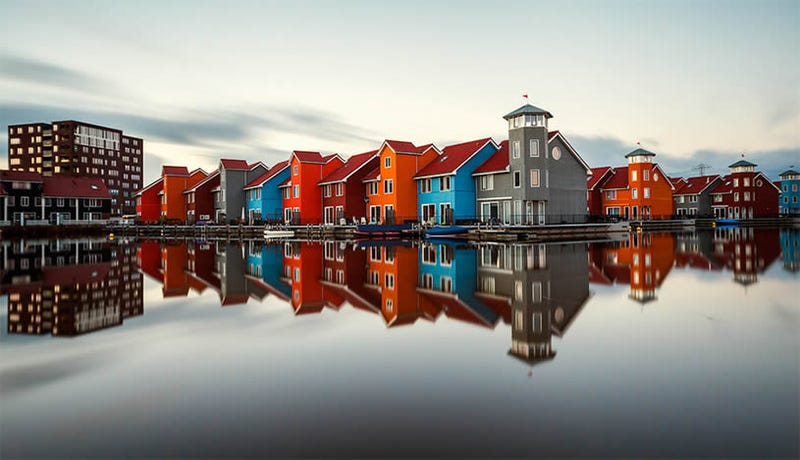 8 Unbelievably Beautiful Cityscapes and Their Reflections