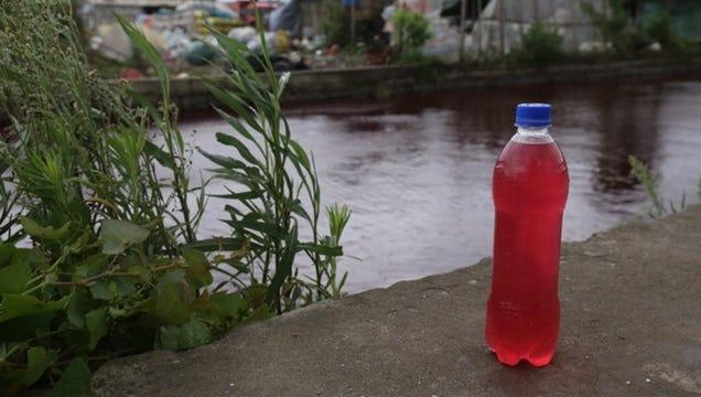O que transformou este rio na China em um Mess-Blood Red?