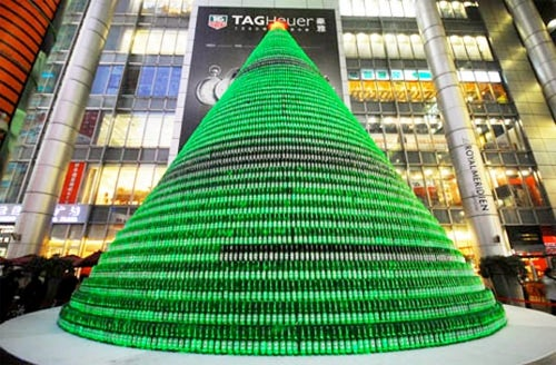 Waste Of Beer: Christmas Tree Made From 1,000 Full Heineken Bottles