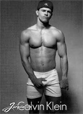 Date Night Clip: Mark Wahlberg's Abs Still Bringing It