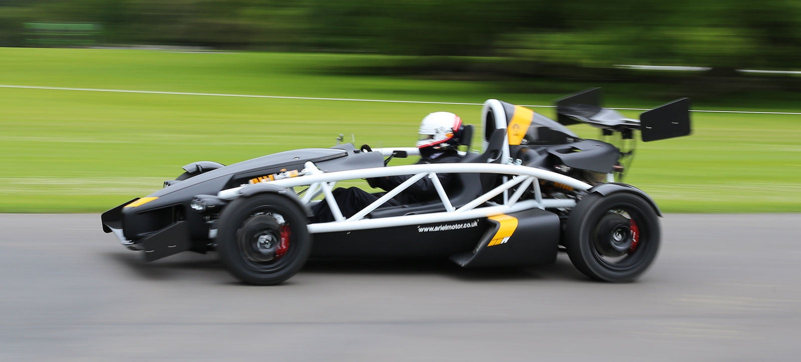 Watch The Ariel Atom 3.5R Tear Up The Tarmac In Supercharged Madness