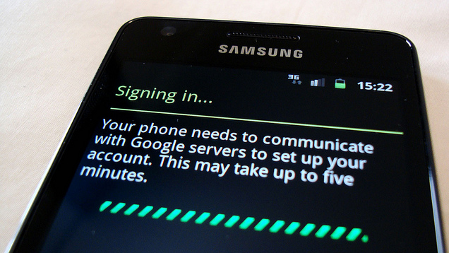 How to Set Up a Smartphone for Someone Who's Never Used One