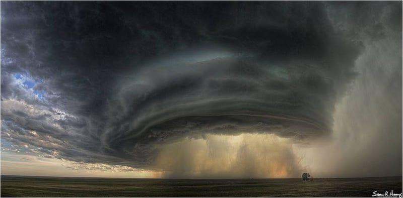 La gigantesca tormenta bajo la que nunca querrás estar