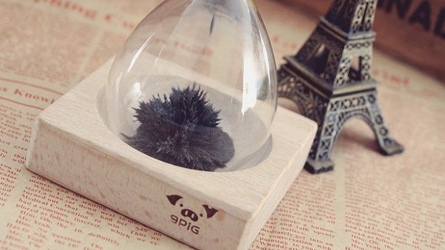 Kill Time By Creating Art With an Hourglass Full of Magnetic Sand