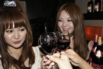 """Cue Panic: Professional Women Drink """"More Than A Bottle Of Wine"""" A Week"""