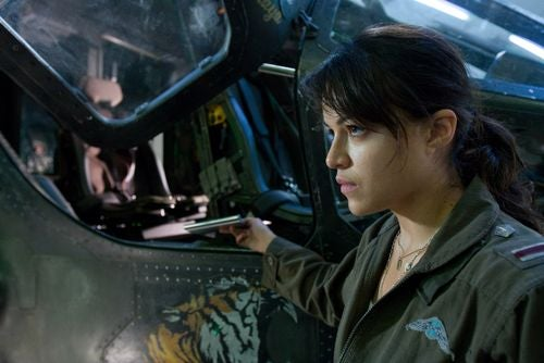 "Michelle Rodriguez Explains Why Avatar's CG World Is Better Than ""Phantom Menace"""