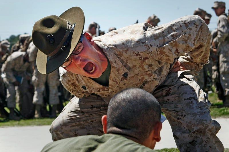 Armas láser, soldados voladores y otras increíbles fotos de la Marina