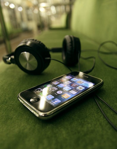 Radio Broadcasters and RIAA Want To Make FM Chips in Cell Phones Required By Law