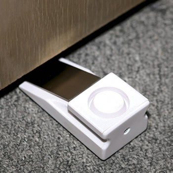 The Wedge Alarm Helps Soothe Fears of Home Invasion Whereever You Go