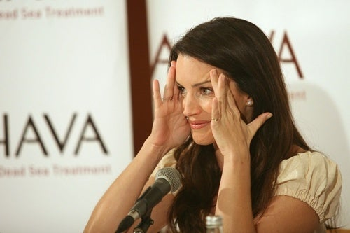 Cosmetics Company Uses Kristin Davis and Then Kicks Her Out