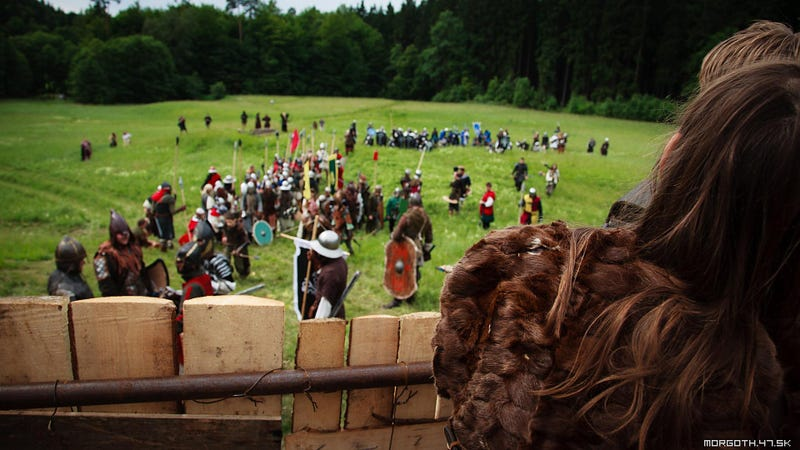 Mad Europeans Re-Enact Lord Of The Rings Battles In Full Armor