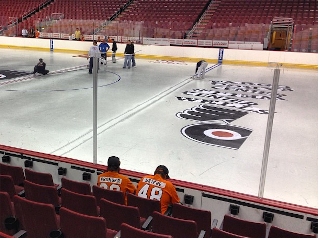 Flyers Fans Set Fake World Record For Watching Paint Dry