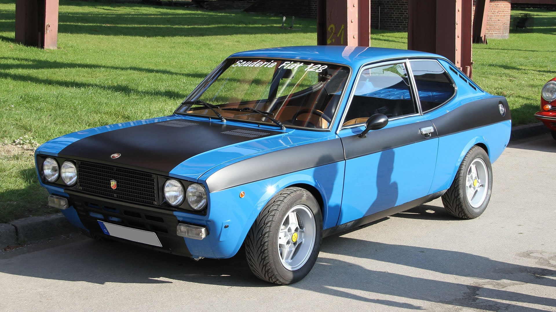fiat 39 s fastback from the seventies is awesome. Black Bedroom Furniture Sets. Home Design Ideas
