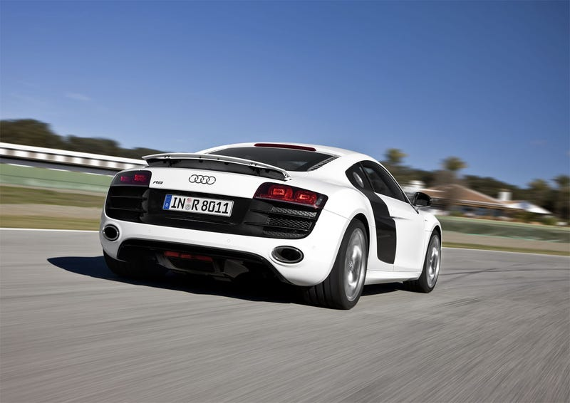 2010 Audi R8 5.2 V10 Proves Ten Sounds Better Than Eight