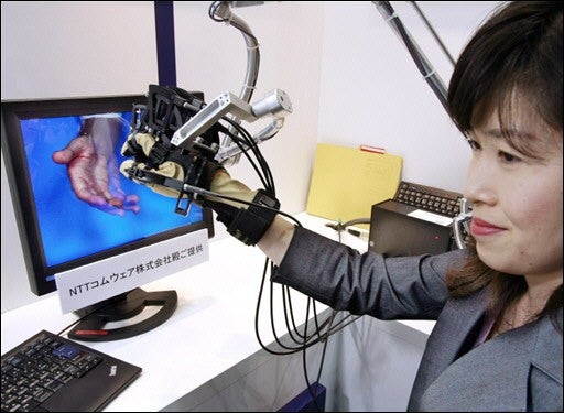 """Japanese Develop """"Tangible 3D"""" Glove"""