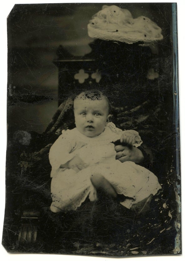 The Overwhelming Weirdness Of 1800s Ghost Mother Photography