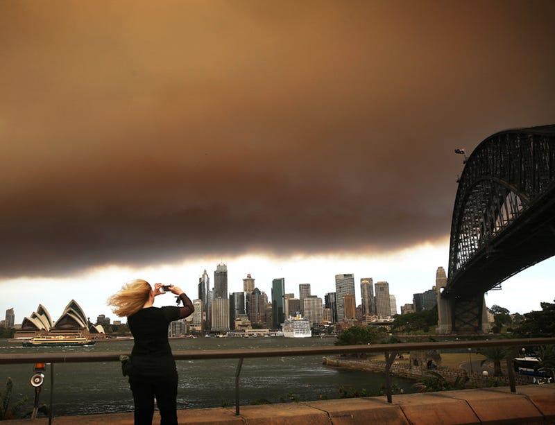 A mammoth smokecloud envelopes Sydney harbor