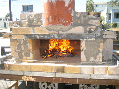 Build a Temporary Wood-Fired Pizza Oven On the Cheap