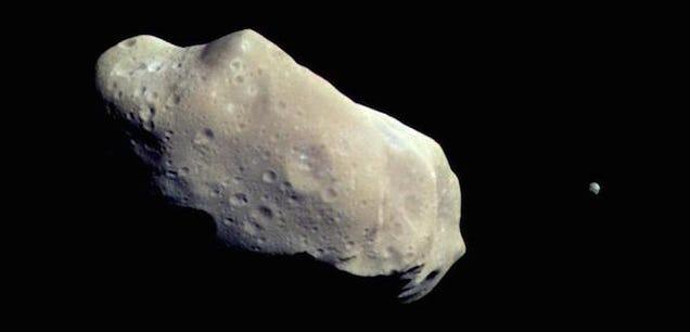 ¿Por qué los planetas son esféricos pero los cometas y asteroides no?