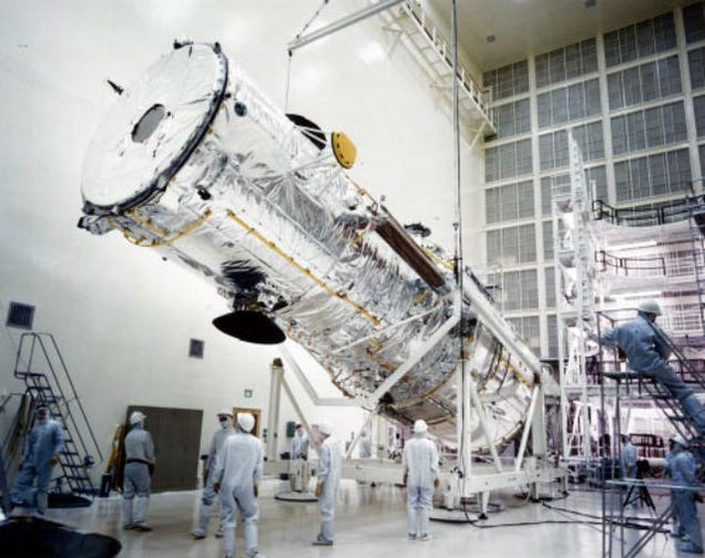 Happy 25th Birthday Hubble! Amazing Pics of the Telescope's Construction