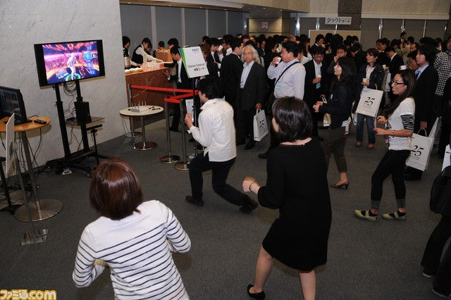 Hey Look, Japanese People Playing Kinect!