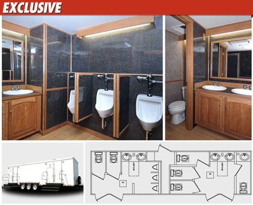 Chelsea 39 s wedding to feature luxury porta potties for Deluxe portable bathrooms