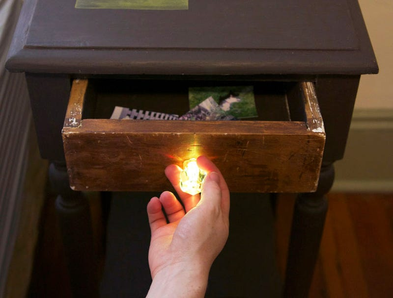 This Ingenious Nightstand Prints Photos and Scans Handwritten Notes