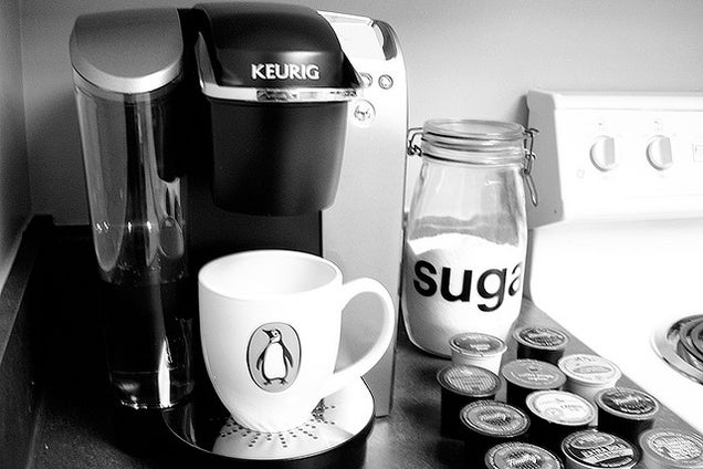 Clean Your Keurig Coffee Maker With a Paper Clip, Straw, and Vinegar