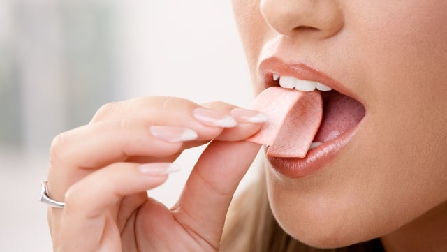 Chewing gum can mess with your mind