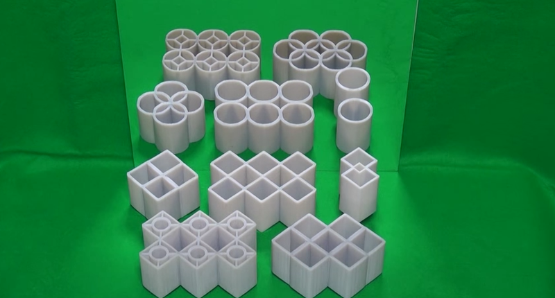Crazy Illusion Somehow Transforms Rectangles Into Circles in the Mirror