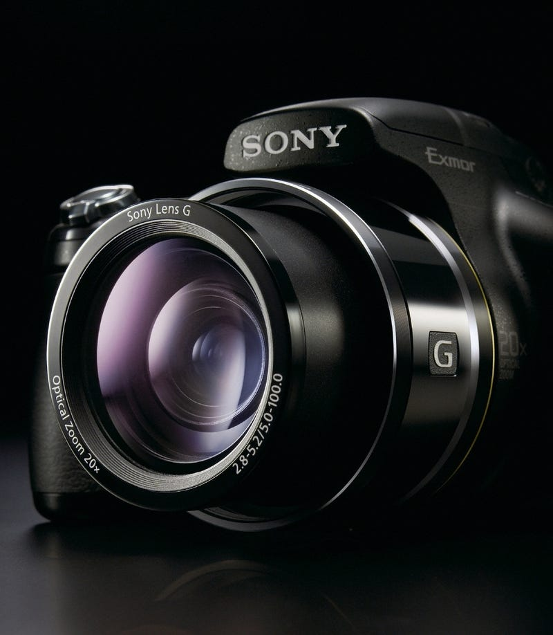Sony DSC-HX1 20x Superzoom Camera Shoots 1080p HD Video, Automagical Panorama Shots