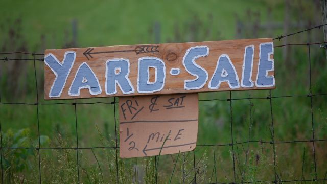 Use the 10% Rule to Negotiate at Yard Sales