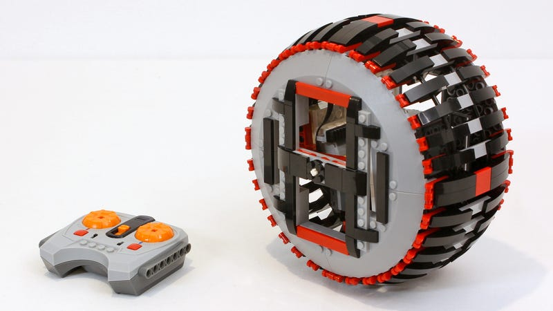 A Brilliant Leaning Mechanism Lets This Lego Wheel Corner Like a Motorcycle