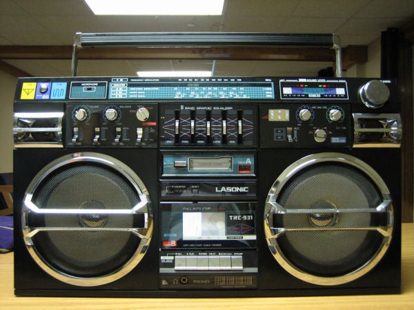 DIY Ghetto Blaster Mod Is the Best iPod Boombox Ever