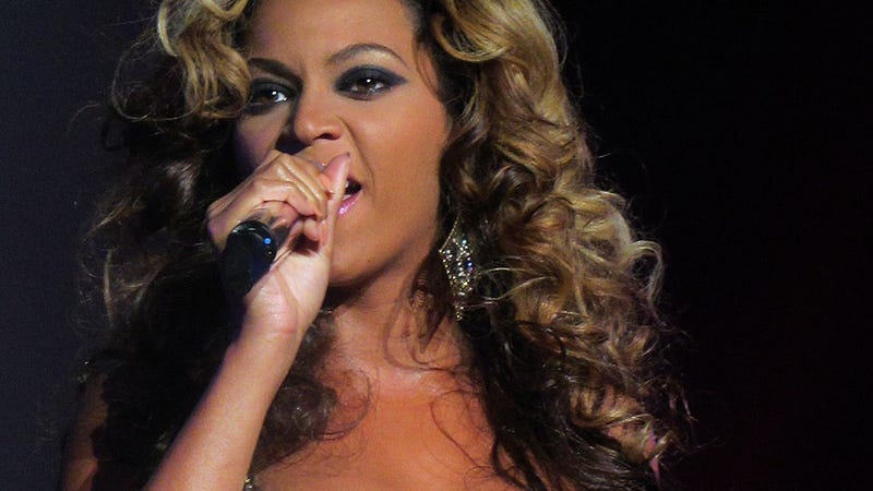 Beyoncé Changes Lyrics On Stage, Sparks Rumor Jay Z Cheated With Mya