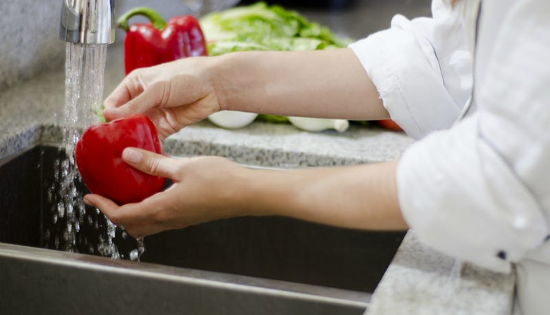 Should Professional Chefs Be Allowed to Cook With Bare Hands?
