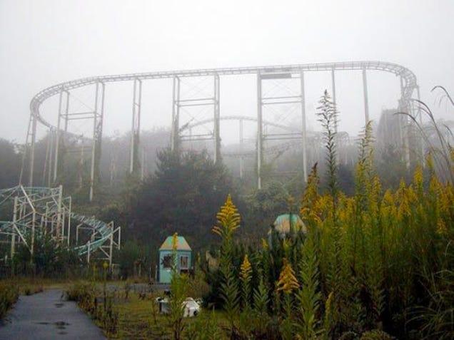 abandoned japanese theme park - photo #6