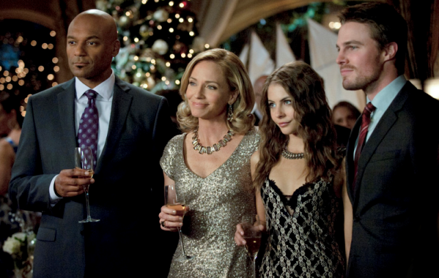 Ollie pulls a reverse-Grinch on the Arrow Christmas Special