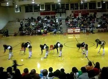 Tyra Banks Drops Jonesboro High Dance Team Like They're Hot