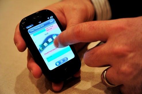 Palm Pre's UI Has a Lot of Great Desktop Multitasking Habits