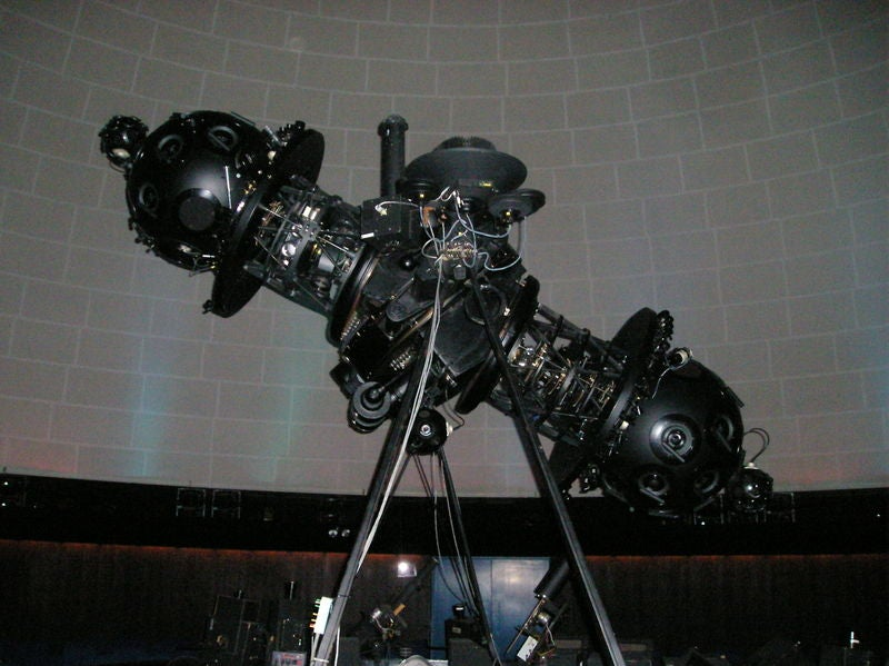 16 Otherworldly Planetarium Projectors
