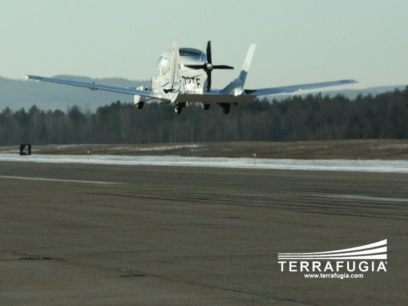 "Terrafugia ""Flying Car"" Makes First Flight"