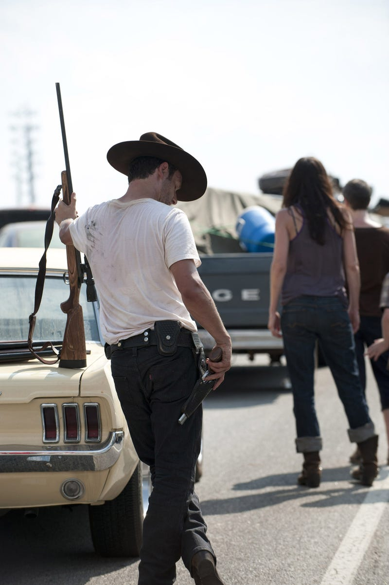 "Walking Dead Season 2 Episode 1 ""Miles Behind Us"" set pics"