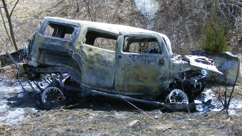 Men save woman from this burning car, then sue her