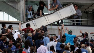 Fans Injured As Piece Of Scoreboard Falls At French Open