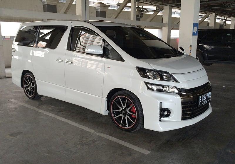 Quickride: 2014 Toyota Vellfire G's
