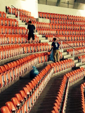 Gracious Japanese World Cup Fans Clean Up Stadium After Loss