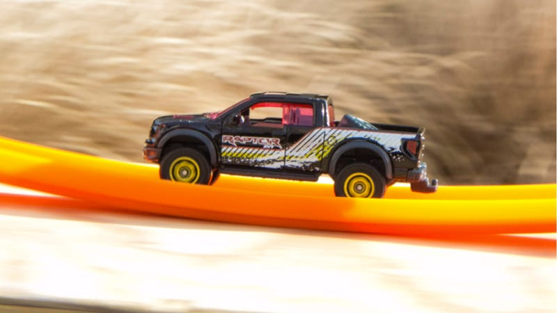 How Ford Used All Ten Jalopnik Photo Tips Into This Raptor Photo