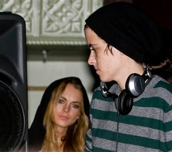 "Michael Lohan Attacks ""SaMANtha,"" Reigniting Blog War With Lindsay"