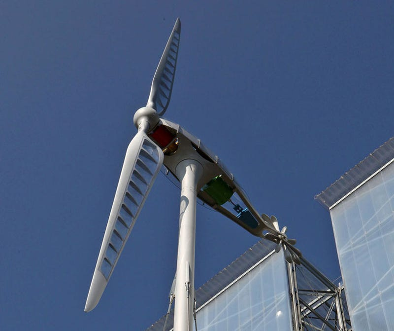 A Dragonfly-Inspired Wind Turbine That's Designed For Your Backyard